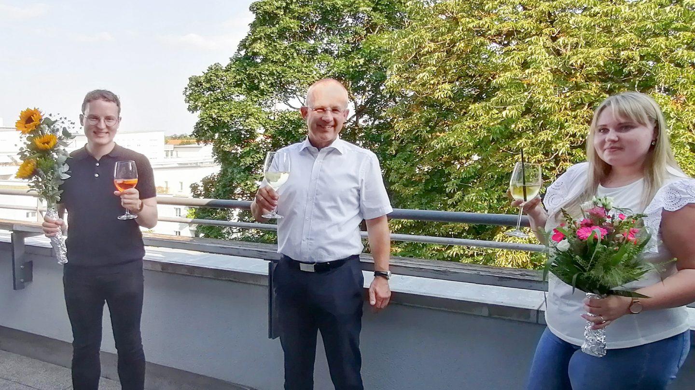 Selin und Simon haben ihre Ausbildung zu Steuerfachangestellten bei SWMP erfolgreich abgeschlossen.